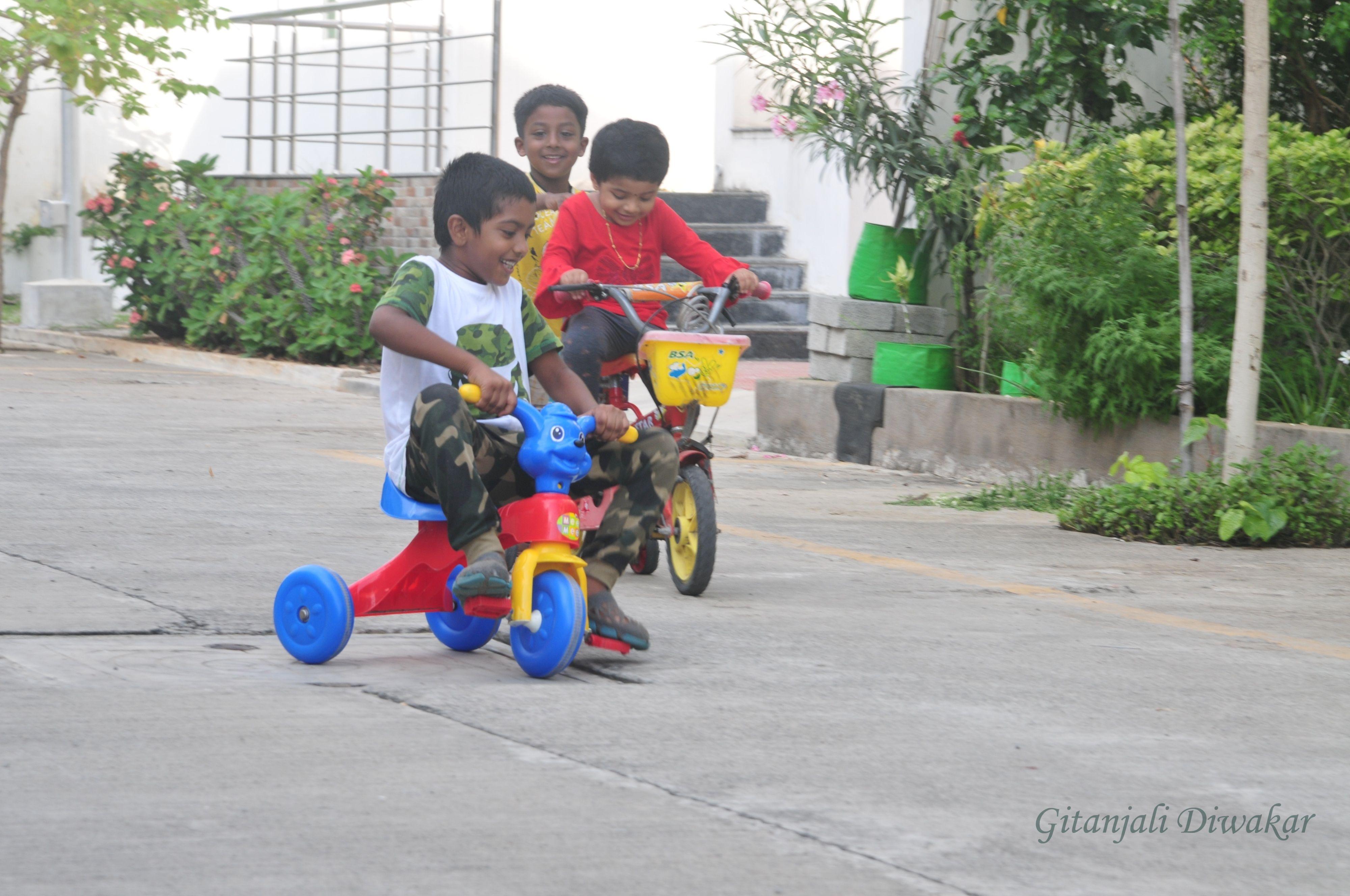 Children's photography - in Navalur, Kanchipuram, Tamil Nadu, India